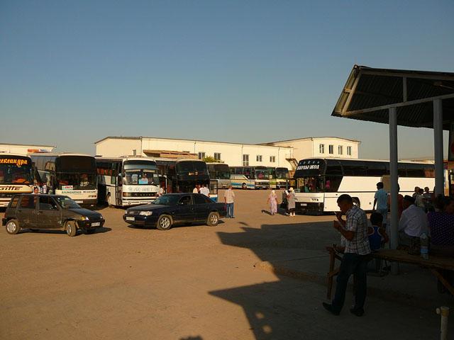 автовокзал на границе Казахстана и Узбекистана