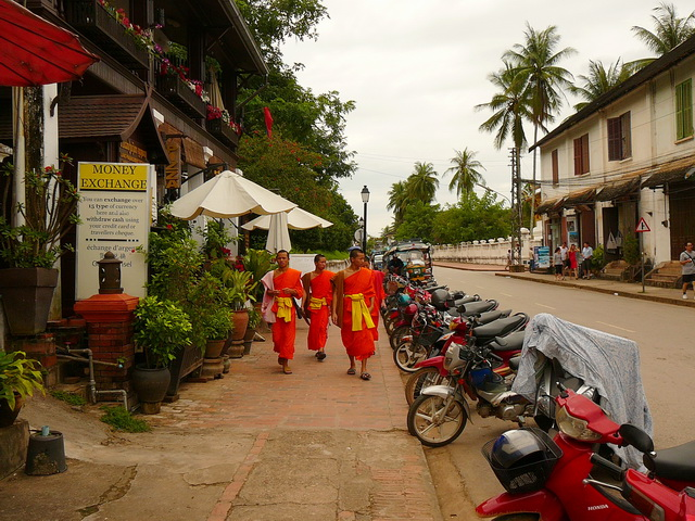 Монахи в ЛуангПрабанге