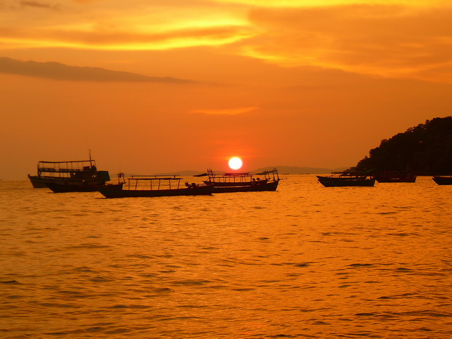 Закаты в Сиануквиле