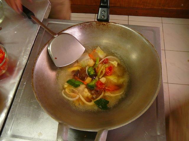 Готовим тайские блюда на занятиях по тайской кухне в Бангкоке:)