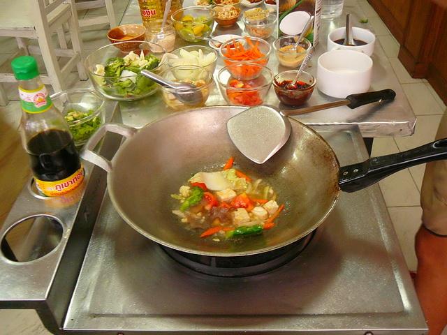Рецепт блюда тайской кухни - жареная лапша с арахисом Pad Thai