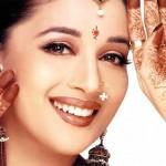 Сари — женственная одежда индийских женщин.