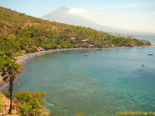 Пляжи Бали, Амед