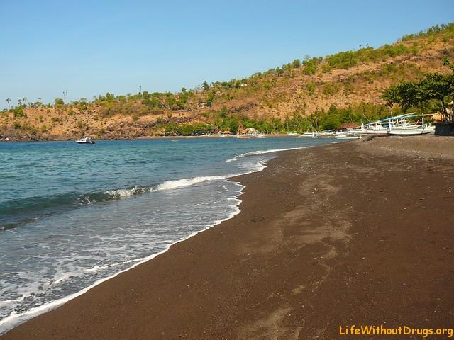 Амед, Бали, пляжи