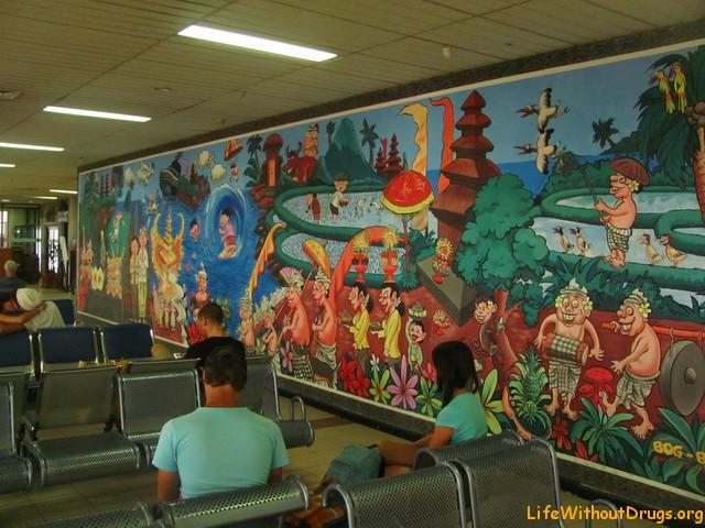 Зал ожидания в аэропорту Бали