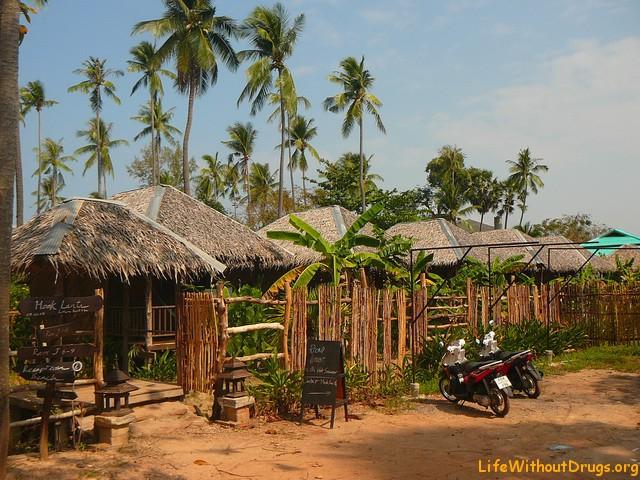 Соломенные домики на острове Ко Ланта