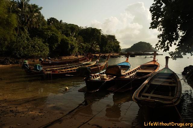 Лодки рыбаков из цыганской деревни, остров Ко Ланта