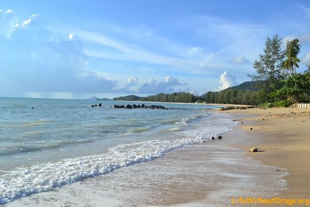 Чудесное море и берег на ко Ланта