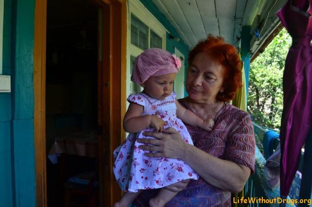 Малышка с бабушкой
