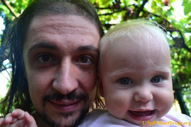 Ярослава и папа у бабушки Ани