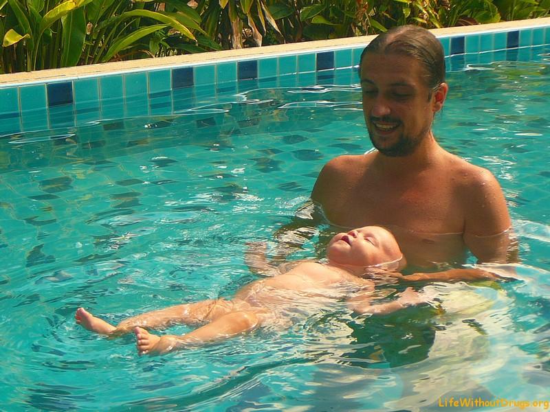 Плавание с ребенком до года
