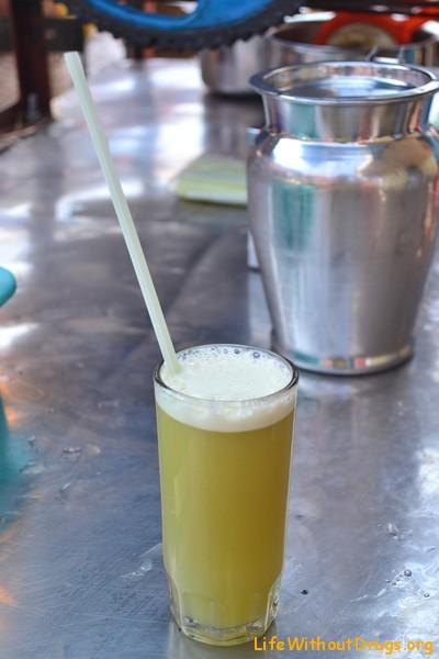 Как делают тростниковый сок?
