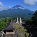 Пура Лемпуянг (Pura Lempuyang) —  удивительный храм среди облаков