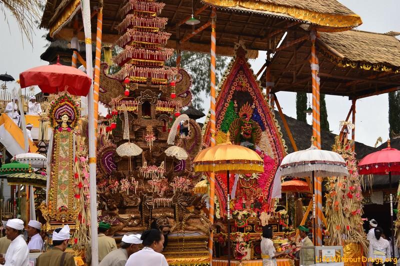 Праздничные церемонии на Бали фото