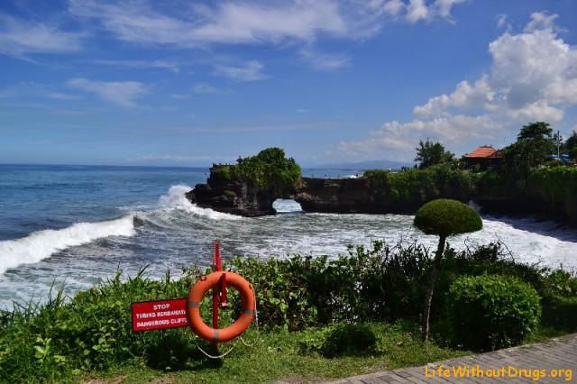 Храм Бату Болонг и океан