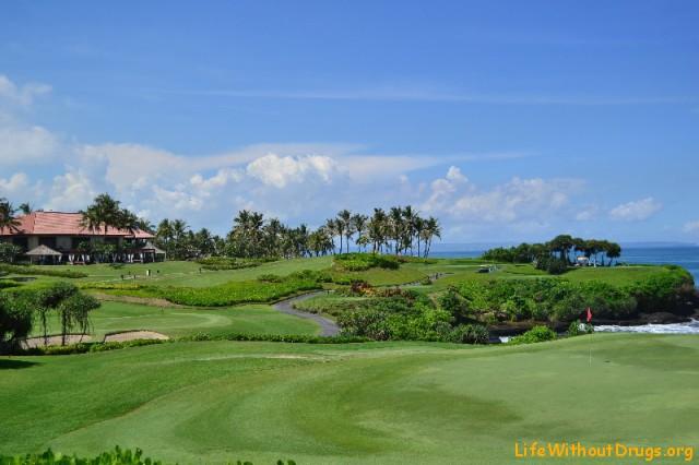 Бали, поля для гольфа на берегу океана