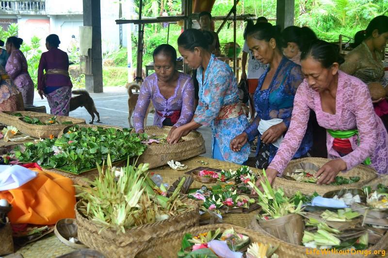 радиции и обычаи Бали