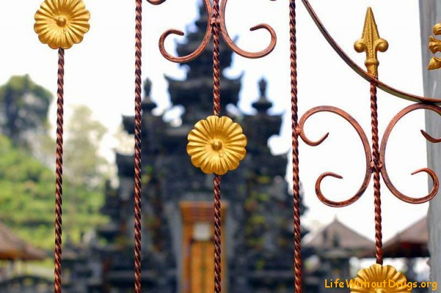 храм у озера Буян