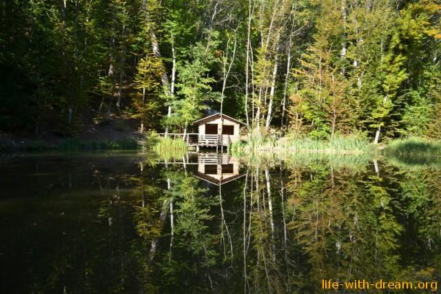 Горное озеро по дороге е Ай-Петри