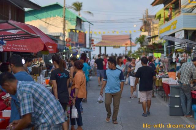 Walking Street или ночной рынок на острове Самуи