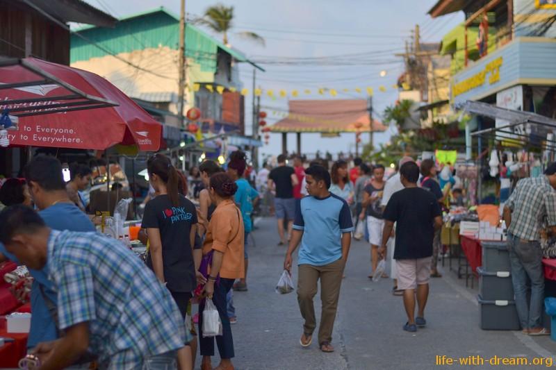 Ночной рынок на Самуи
