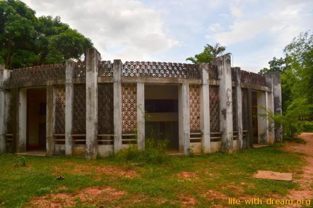 здание Ауровиля