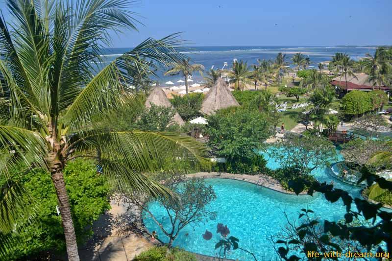 Grand Mirage Resort – семейный отель на Бали. Вид с балкона нашего номера в Grand Mirage Resort Thallaso Bali