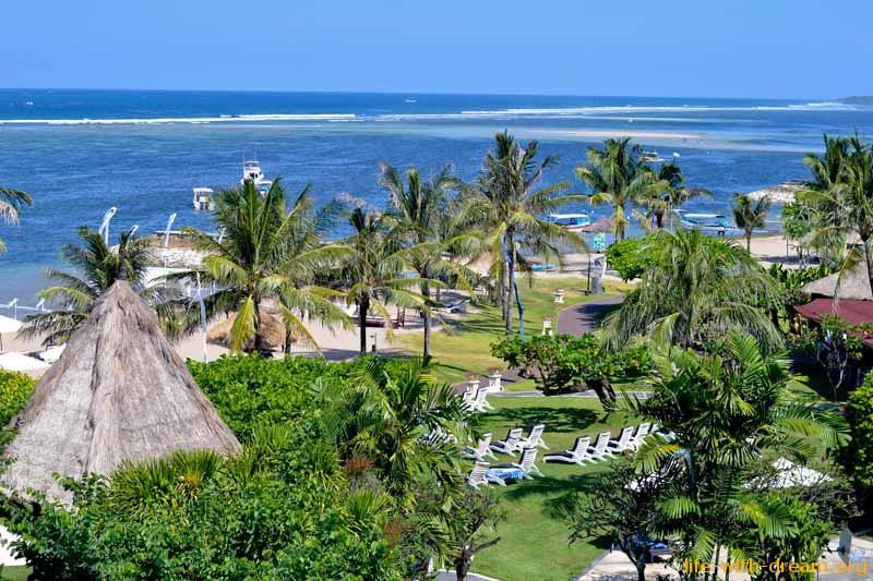 Вид с балкона нашего номера в Grand Mirage Resort Thallaso Bali