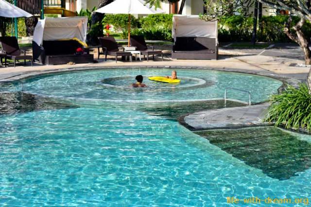детский бассейн в отеле Grand Mirage Resort Thallaso Bali