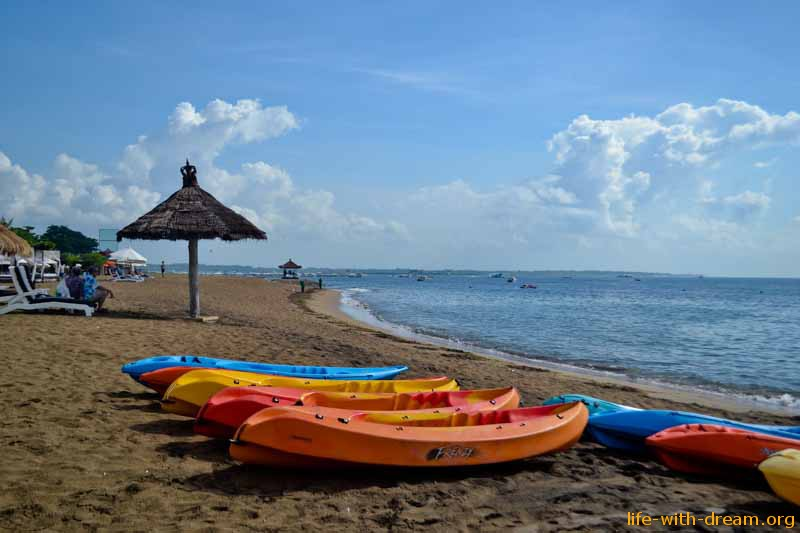 активные виды спорта на воде на пляже отеля Grand Mirage Resort Thallaso Bali