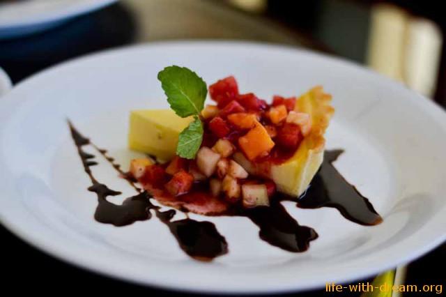 Десерт чизкейк в отеле Grand Mirage Resort Thallaso Bali