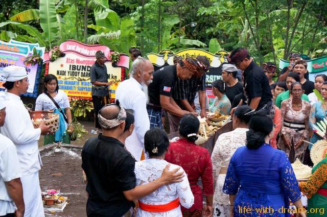 ceremoniya-kremacii-na-bali-13