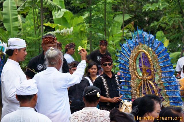 ceremoniya-kremacii-na-bali-16