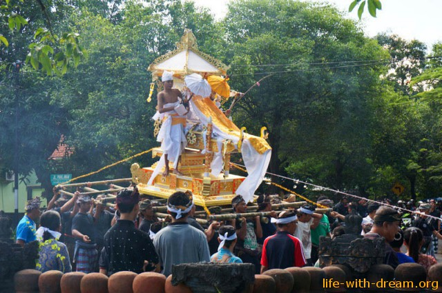 ceremoniya-kremacii-na-bali-2