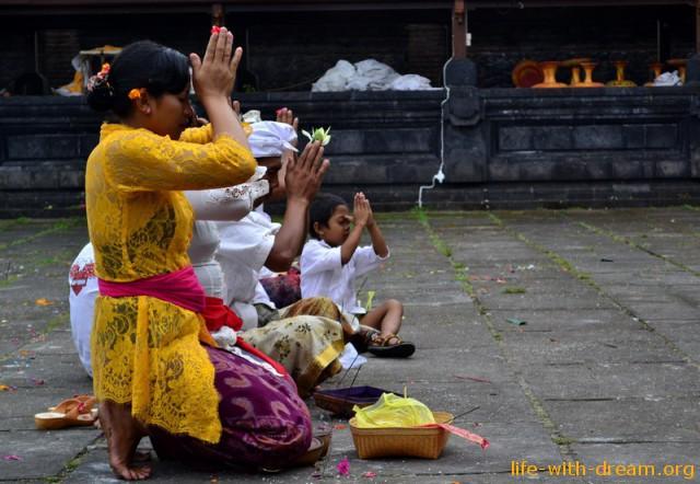 Женская магия общения с невидимым миром на Бали.