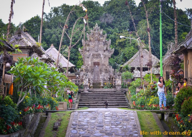Традиционная деревня Пенглипуран. (Penglipuran Village).