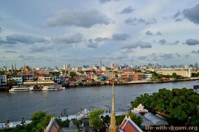 Вид на Бангкок из храма Ват Арун
