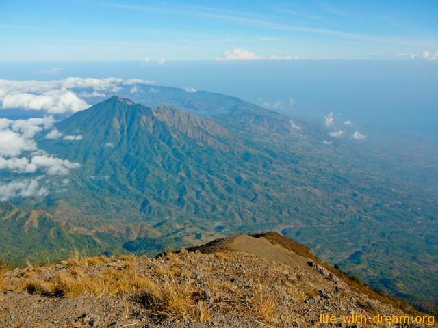 гора Абанг вид с вулкана Агунг