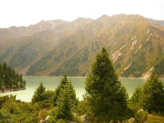 Горы Алматы и Большое Алматинское озеро