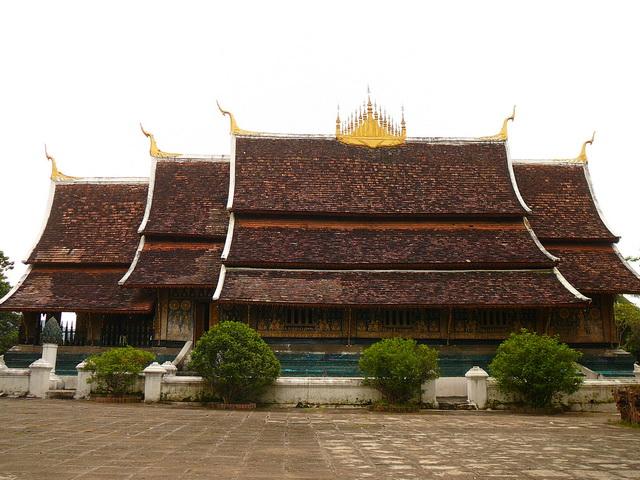 Монастыри и монахи Лаоса