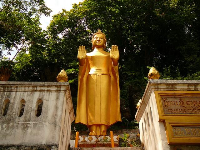 Будийские статуи в ЛуангПрабанге
