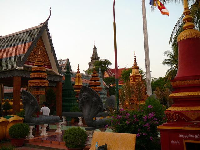Камбоджа, наги