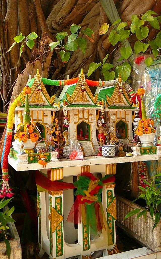 Домики для духов в Тае