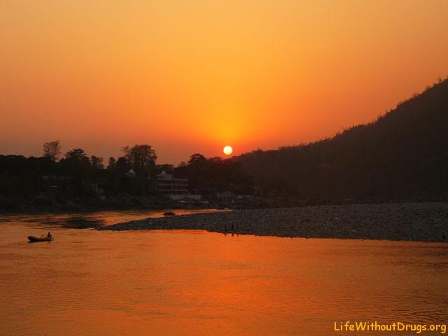 Священная река Ганг в Индии - обитель божеств.