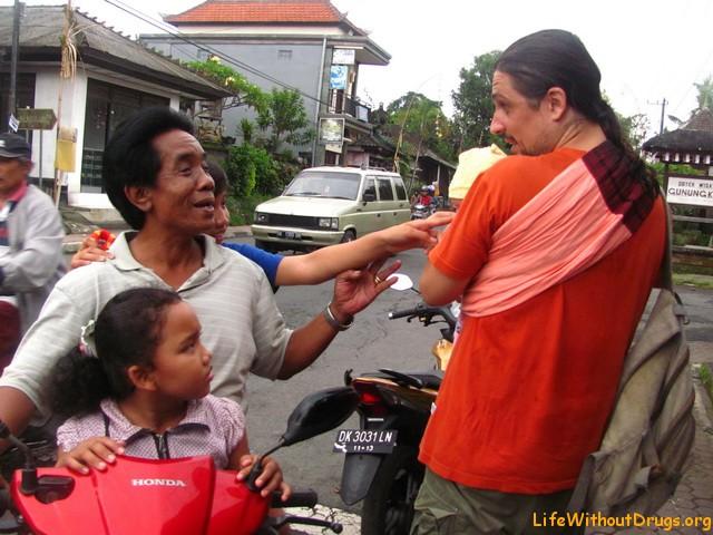 Балийцы очень любят детей