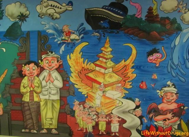 Расписные стены в аэропорту Бали