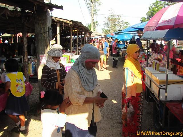 В Ао Нанге, в основном, мусульманское население