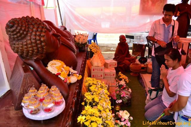 Получить благословение можно на день рождения Будды