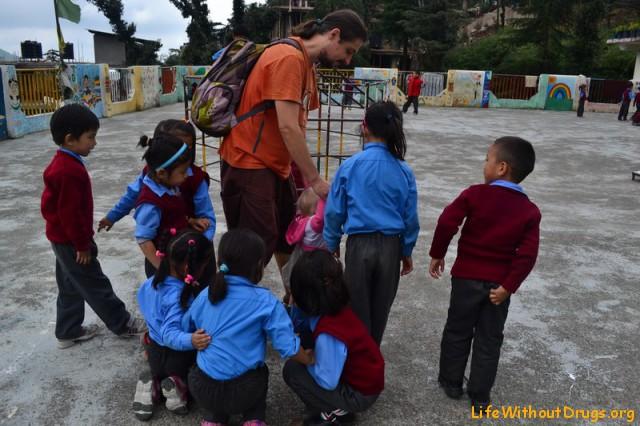 Волонтерство в Дарамсале - занятия с детками