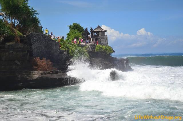 Огромные волны на Бали